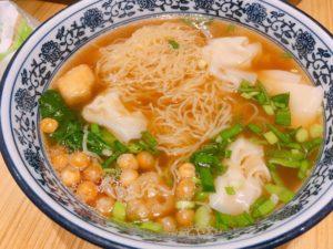 鳥とコーンのワンタン麺