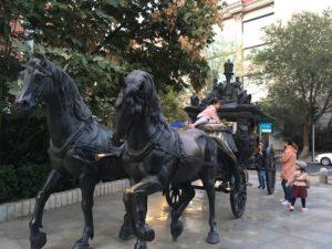 馬車の銅像
