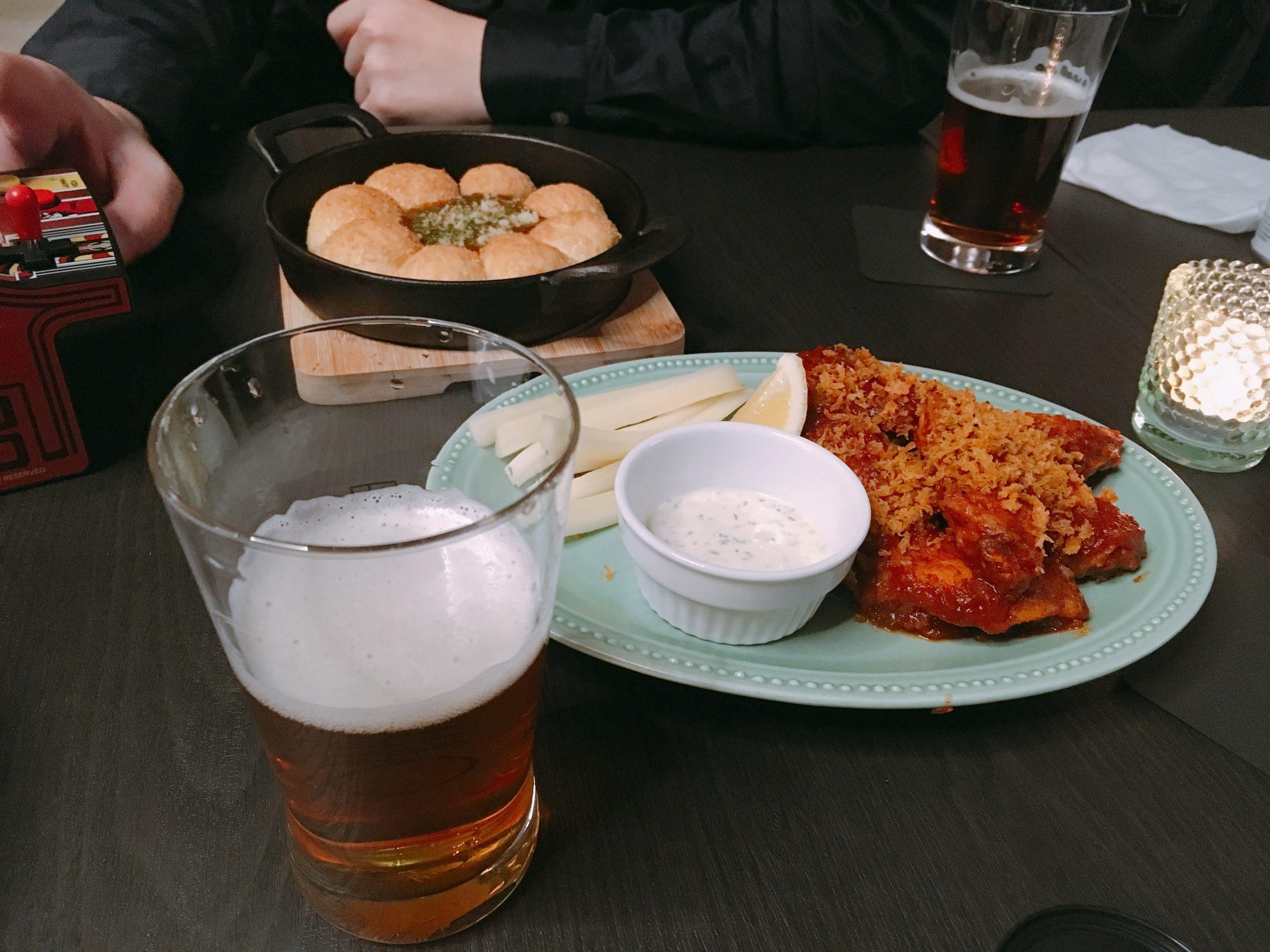 バッファローウィングとカレーパン