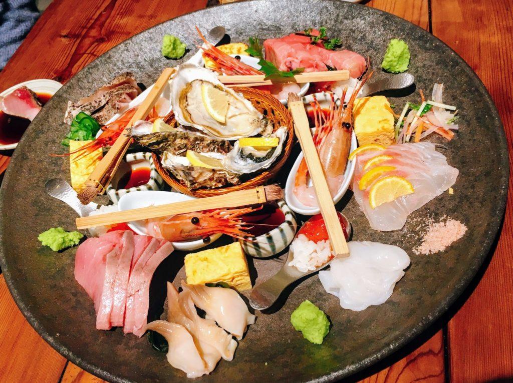新宿西口にある飯場魚金の刺盛りの六点盛スペシャルの画像