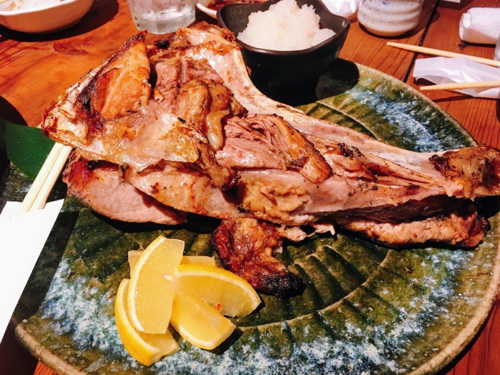 新宿西口にある飯場魚金のマグロカマ焼きの画像