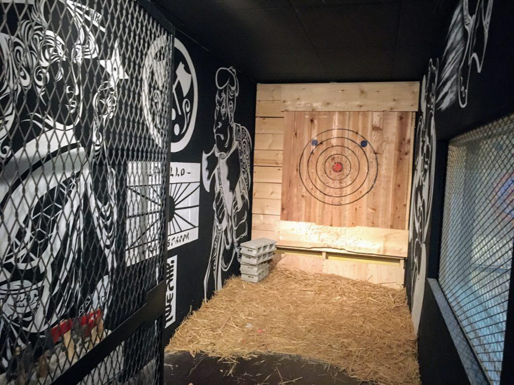 REEAST ROOMの斧投げの部屋の写真