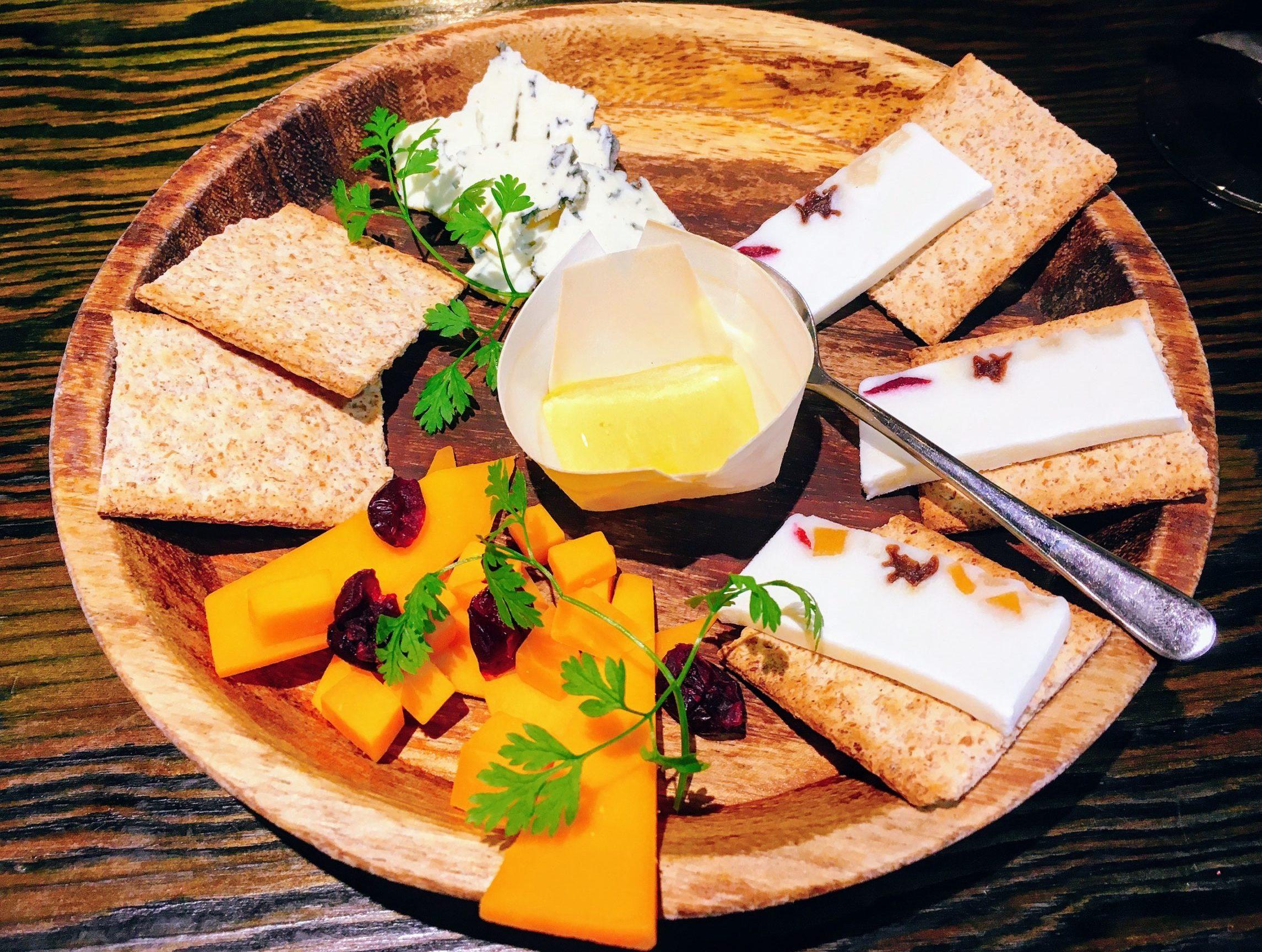 清瀬ダイニングの3種チーズの盛り合わせ