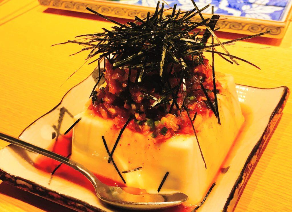 「赤身肉と塩ホルモン べんてん」のピリ辛ねぎ豆腐