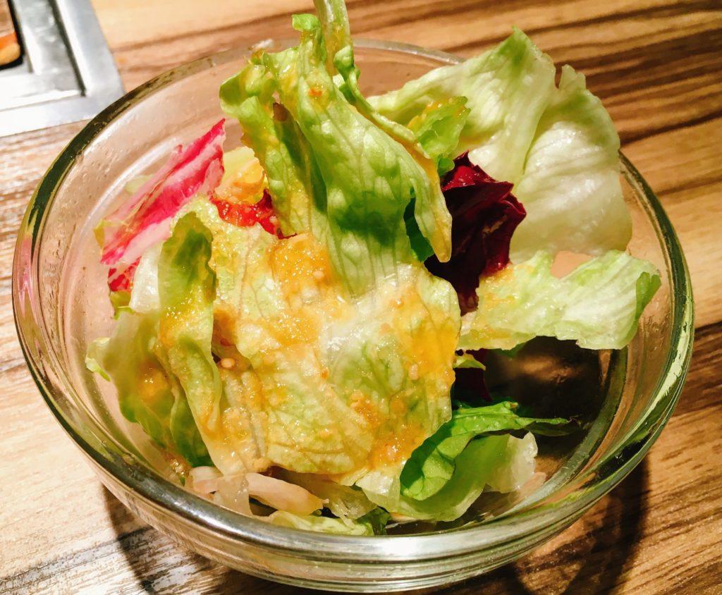 焼肉ますお新宿本店の焼肉Aランチについてくるサラダの写真