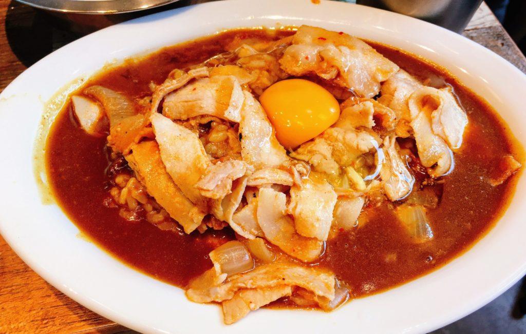 on the curry ハマサイト店の豚バラスタミナカレー
