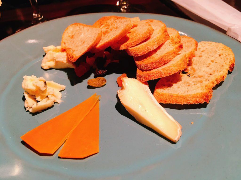 「原価ビストロBAN! 渋谷1st 道玄坂」のチーズ4種盛り合せ