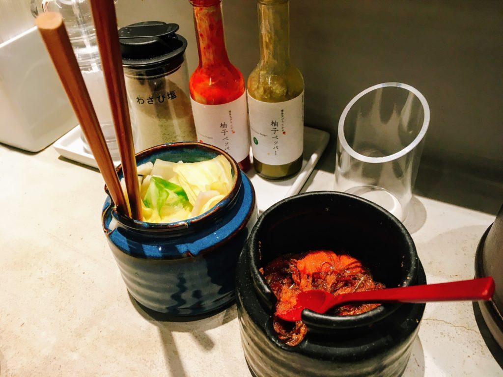 博多天ぷらたかお渋谷パルコ店の卓上調味料
