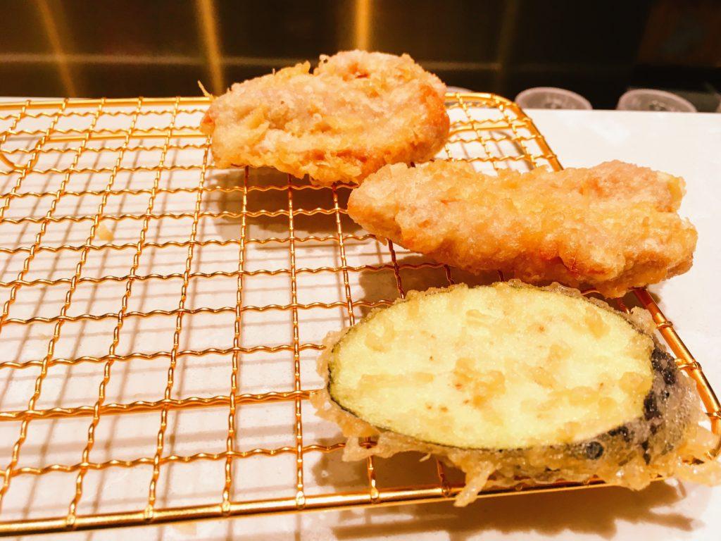 博多天ぷらたかお渋谷パルコ店の鶏肉となすの天ぷら