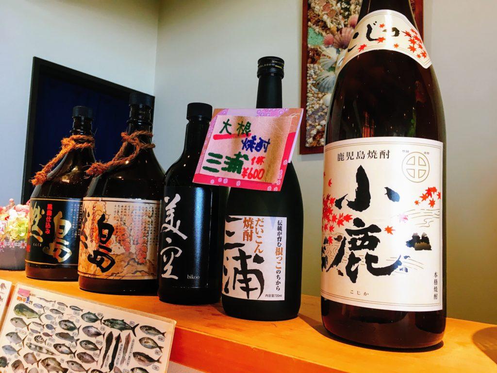 魚敬 地魚ダイニング 三浦海岸本店のカウンターに置いてあったお酒