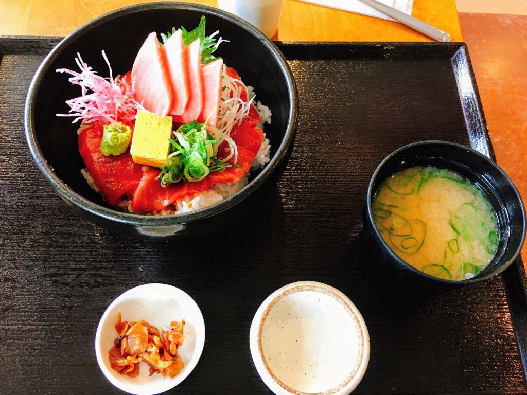 三崎魚市場食堂の特製熟成ダレのまぐろ漬け丼