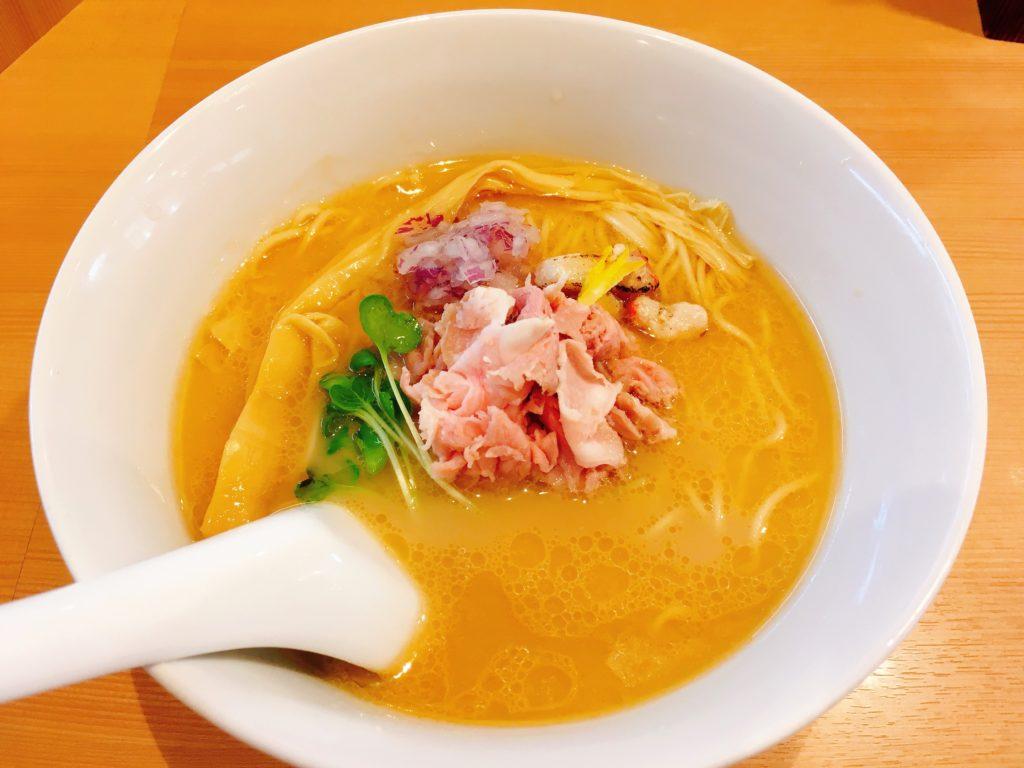 らぁ麺鳳仙花の「金目鯛らぁ麺~濃厚白湯仕立て~」