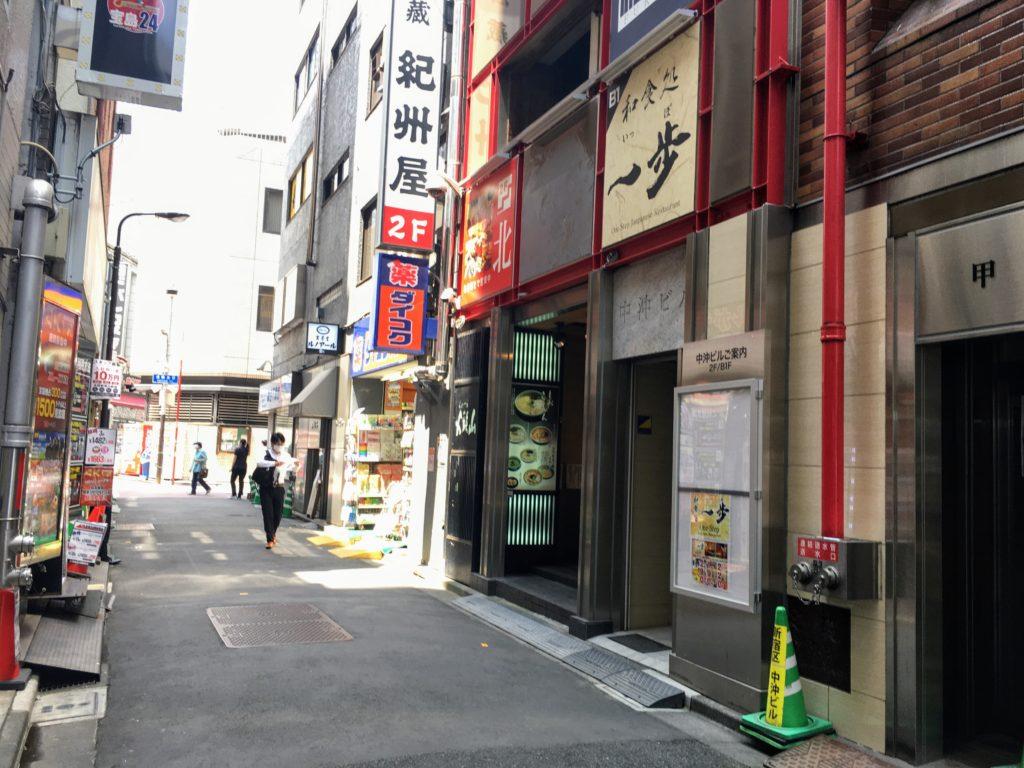 らーめん山頭火新宿南口店の外観写真