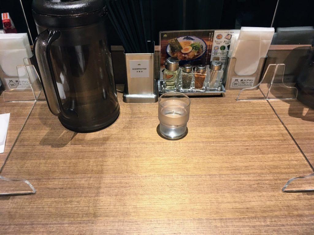 AFURI新宿住友ビル店のカウンター席の写真