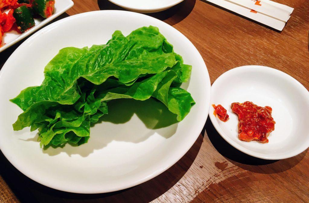 「焼肉ダイニング ワンカルビ ルララこうほく店」の「チシャ菜(味噌付き)」