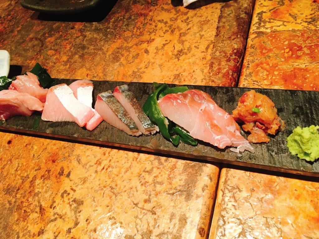 「ろばた翔」の「鮮魚5種盛り合わせ」