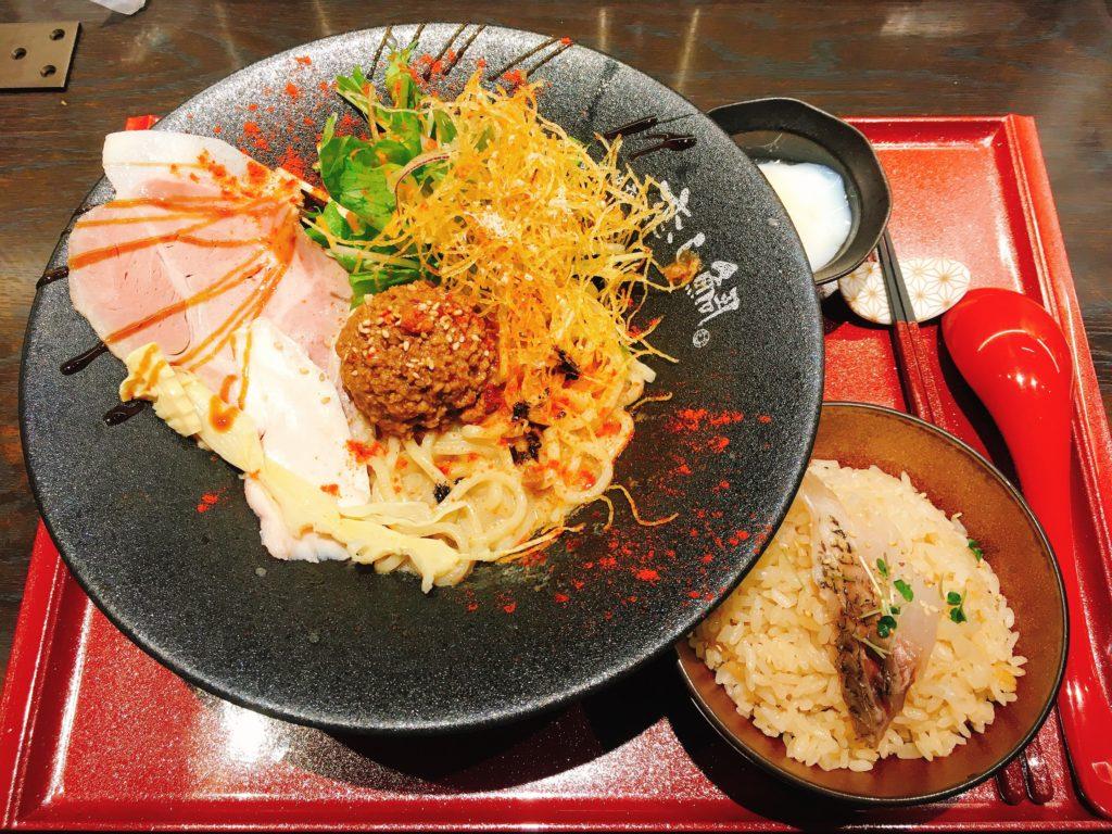 「鯛担麺専門店 恋し鯛」の「汁なし鯛担麺」と「鯛めし」のランチセット