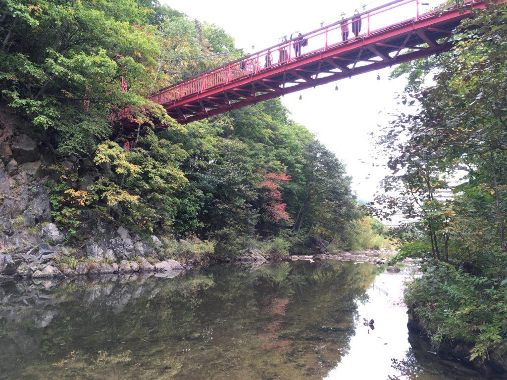 豊平川にかかる二見吊橋