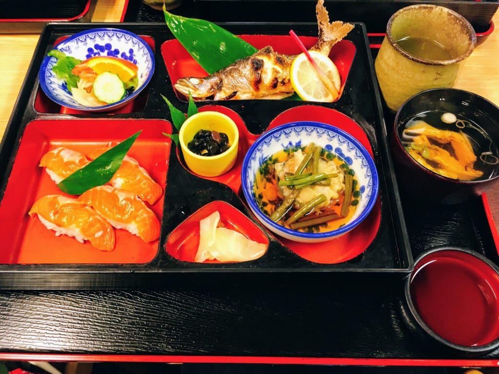 「食事処 寿」の「姫ます焼きセット」の写真