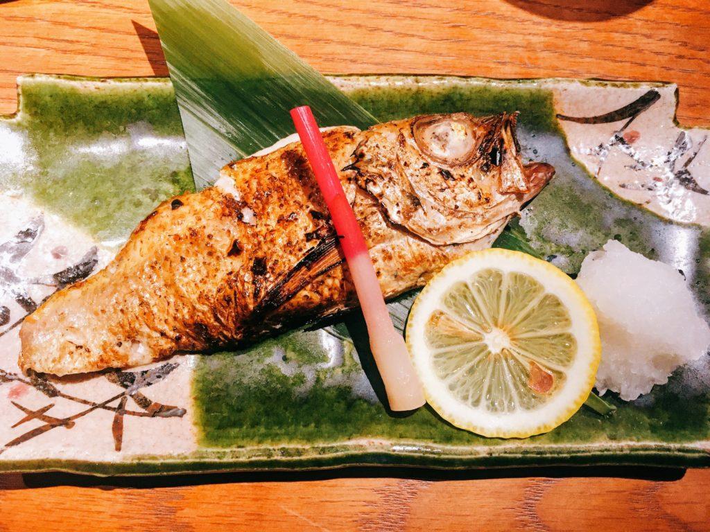 「いかの墨 新宿南口店」の「のど黒の佐渡藻塩焼き」の写真