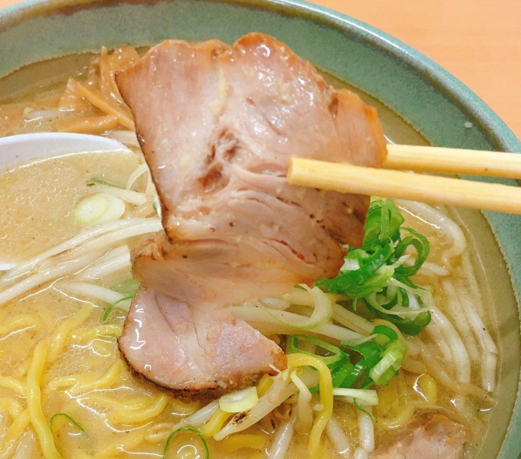 「麺屋 彩未」の「味噌らーめん」のチャーシューの写真