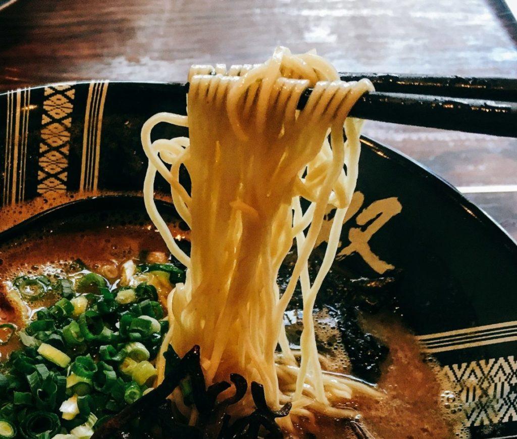 「博多一双 博多駅東本店」の麺の写真