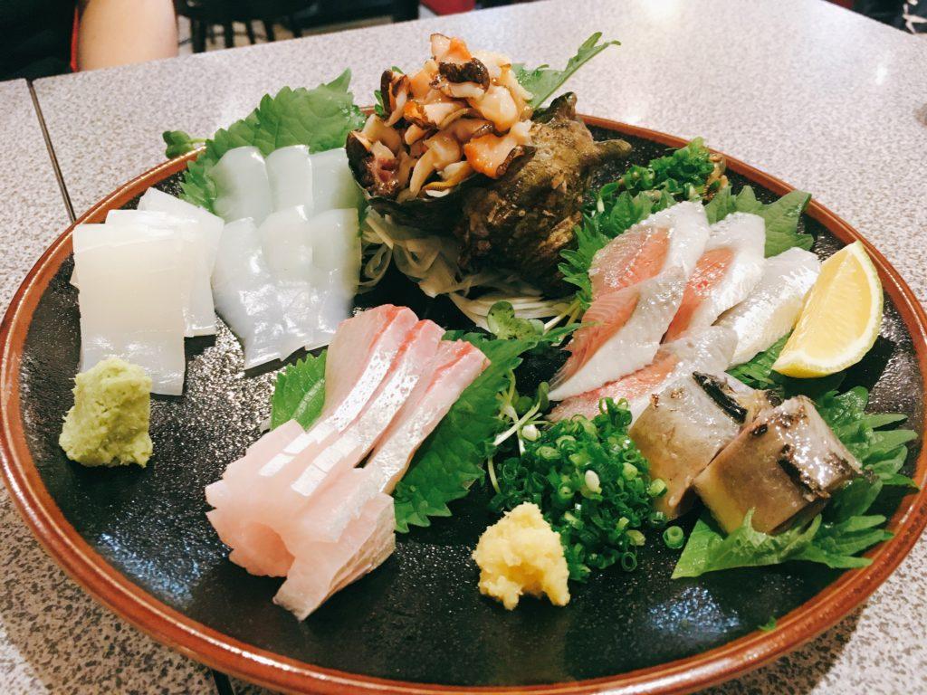「長浜屋台 やまちゃん 中洲店」の「魚介盛合せ」の写真
