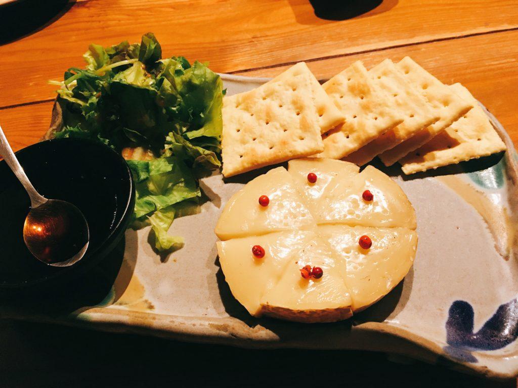 「海風土」の「カマンベールチーズの藁焼き」の写真