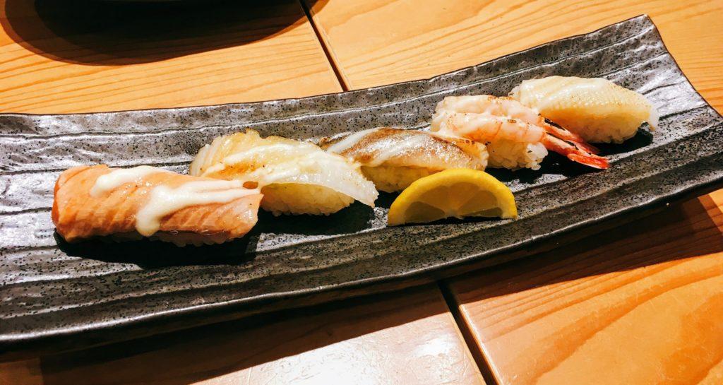 「意気な寿し処阿部 虎ノ門ヒルズ店」のあぶり寿司の写真