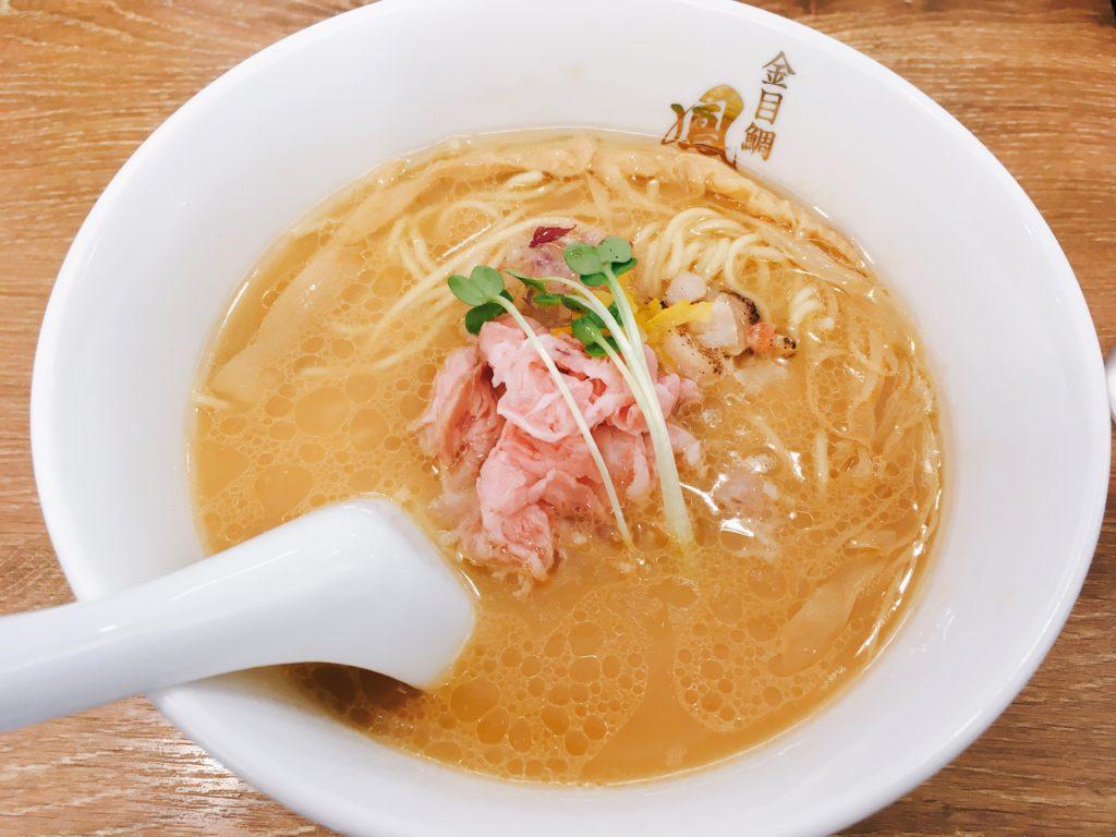 「らぁ麺 鳳仙花 綱島店」の「濃厚白湯金目鯛らぁ麺」の写真