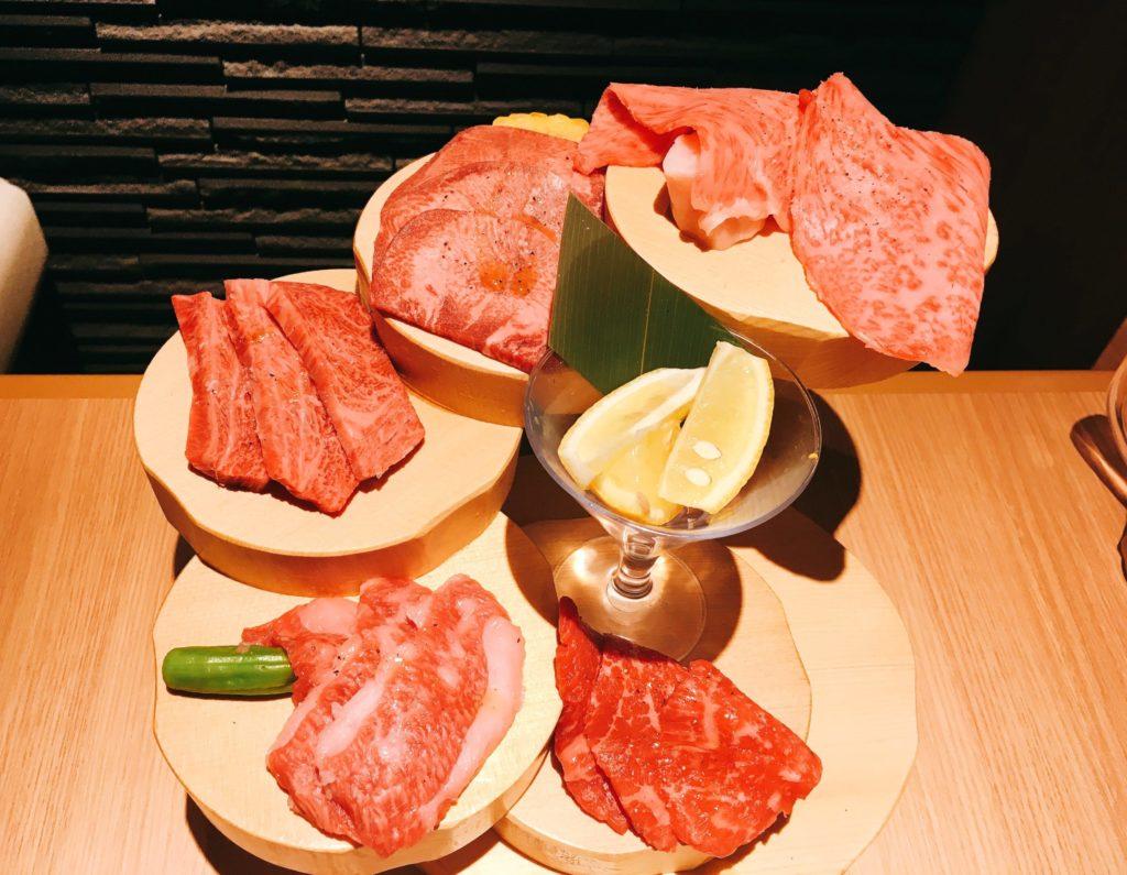 肉屋横丁の本気焼肉盛り合わせの写真