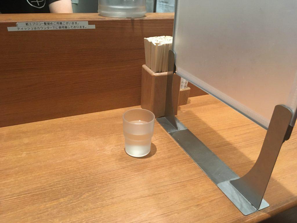 「煮干し中華そば 鈴蘭」の席の写真