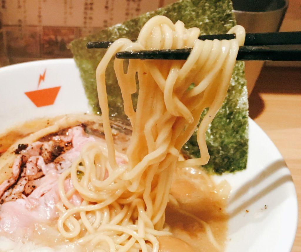 「crab台風。」の「蟹そば」の麺の写真