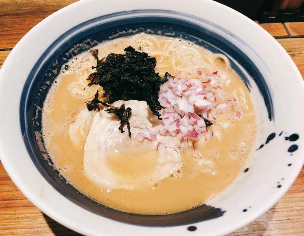 「麺屋 翔 みなと」の真鯛白湯らーめんの写真