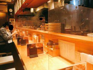 「焼きあご塩らー麺 たかはし 新宿本店」の店内写真