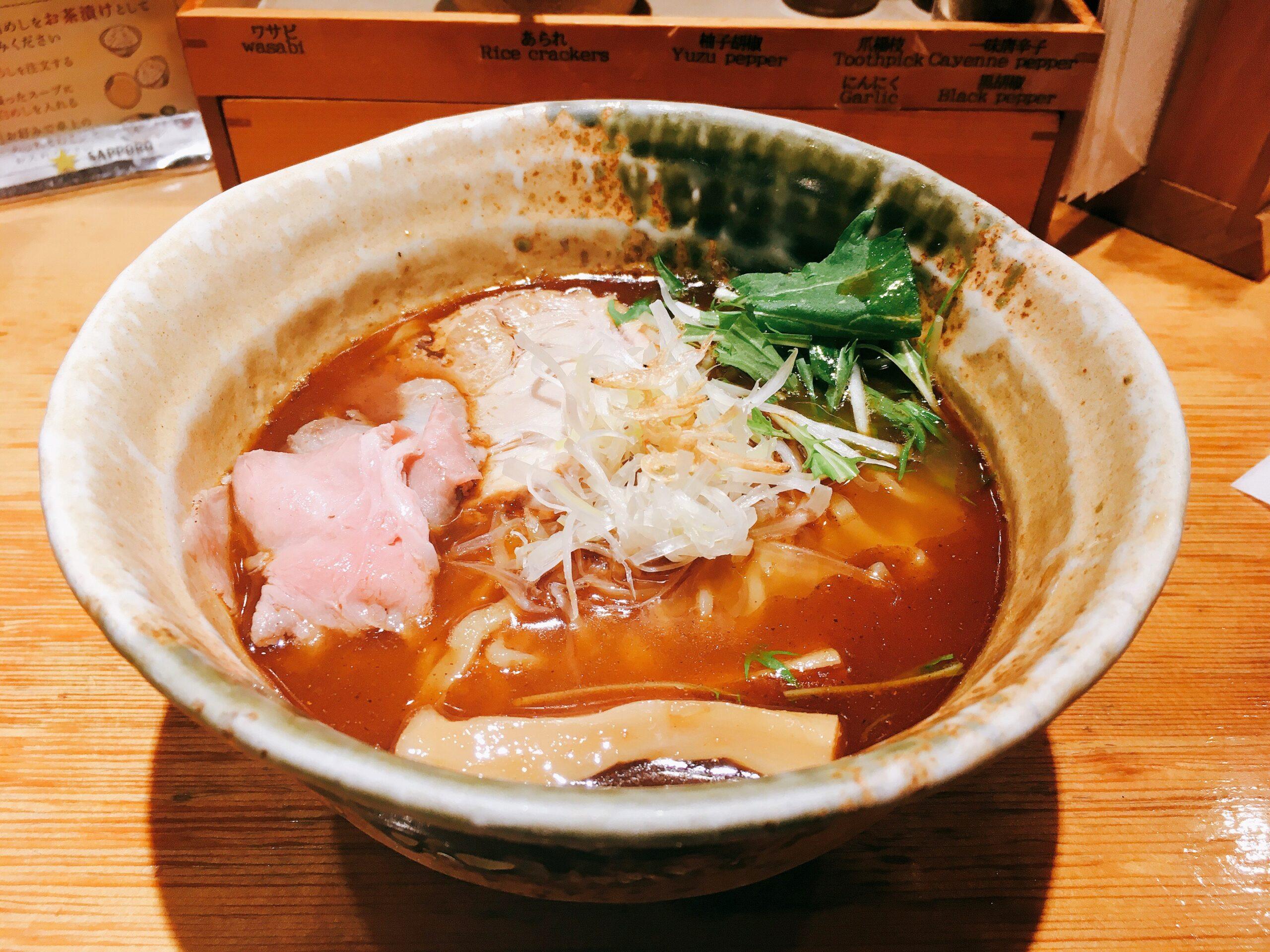 「焼きあご塩らー麺 たかはし 新宿本店」の「焼きあご塩らー麺」の写真