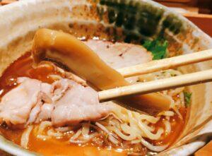 「焼きあご塩らー麺 たかはし 新宿本店」の「焼きあご塩らー麺」のメンマの写真