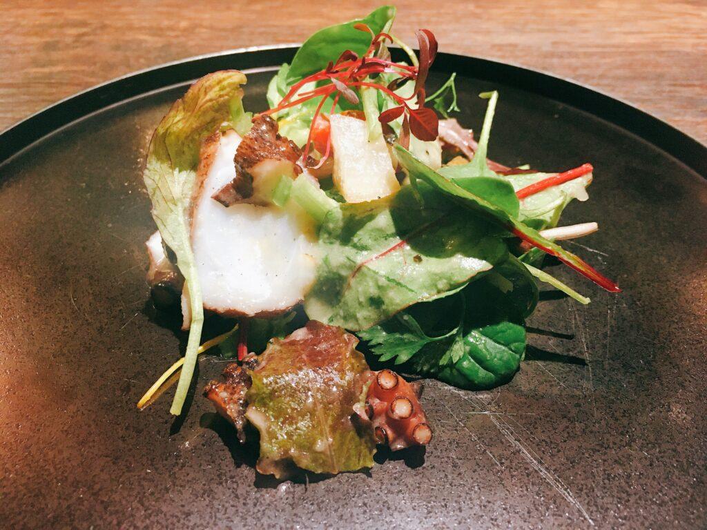「アクイロット」の「気仙沼港産、真蛸とセロリのサラダ仕立て」の写真