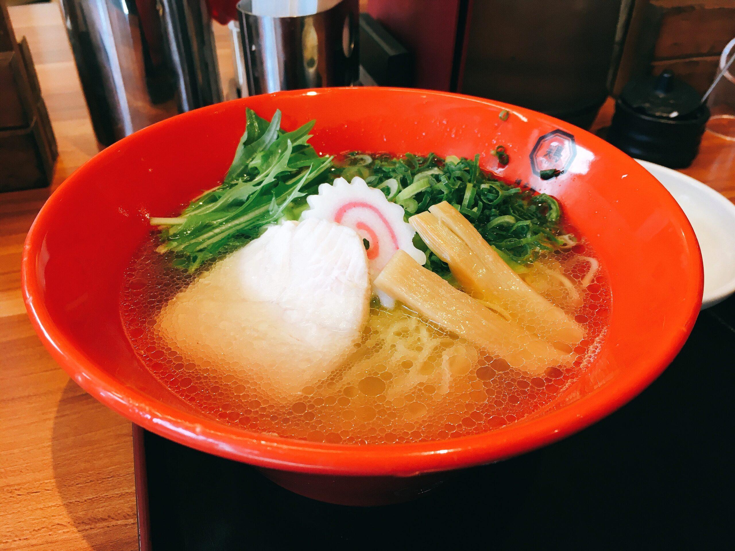 「博多鶏ソバ華味鳥新宿三井ビル店」の「華味鳥水炊きラーメン」の写真