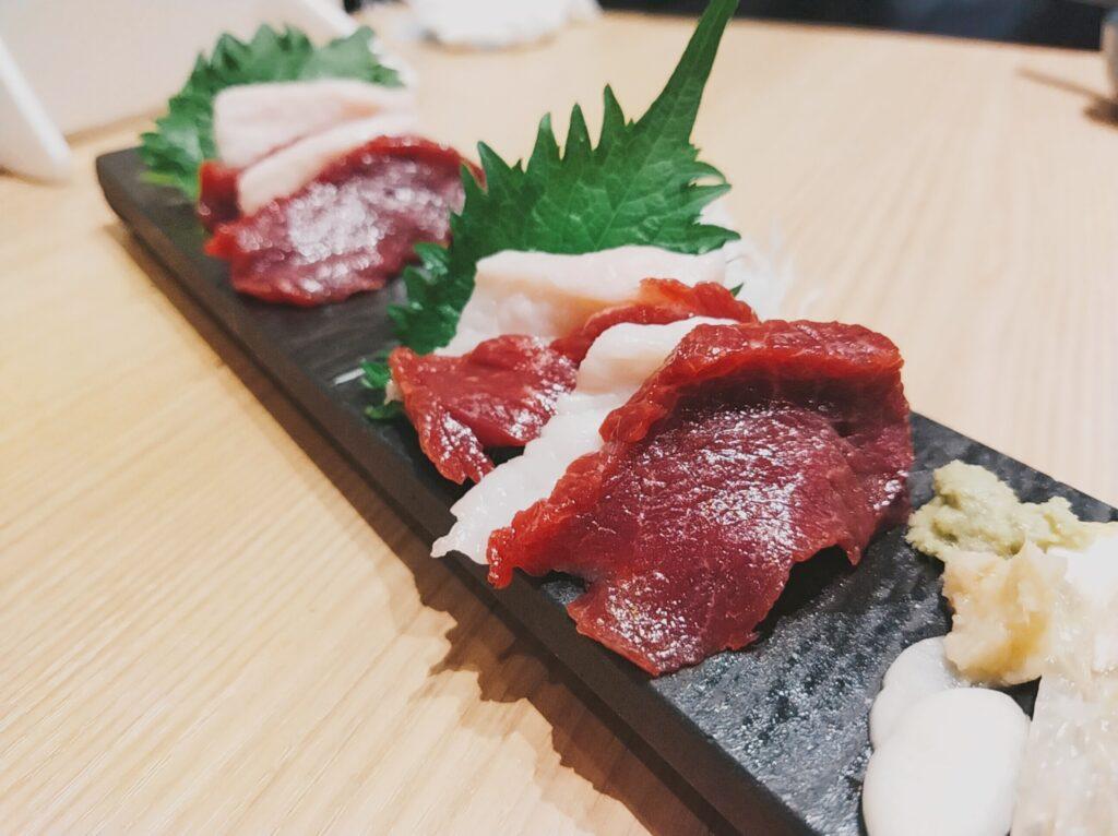 「鮨・酒・肴 杉玉 日吉」の「馬刺し二種」の写真