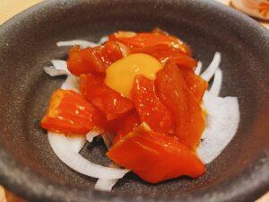 「鮨・酒・肴 杉玉 日吉」の「海鮮ユッケ」の写真