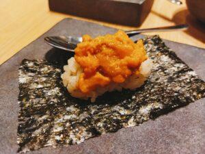 「鮨・酒・肴 杉玉 日吉」の「漬け雲丹の極上海苔包み」の写真