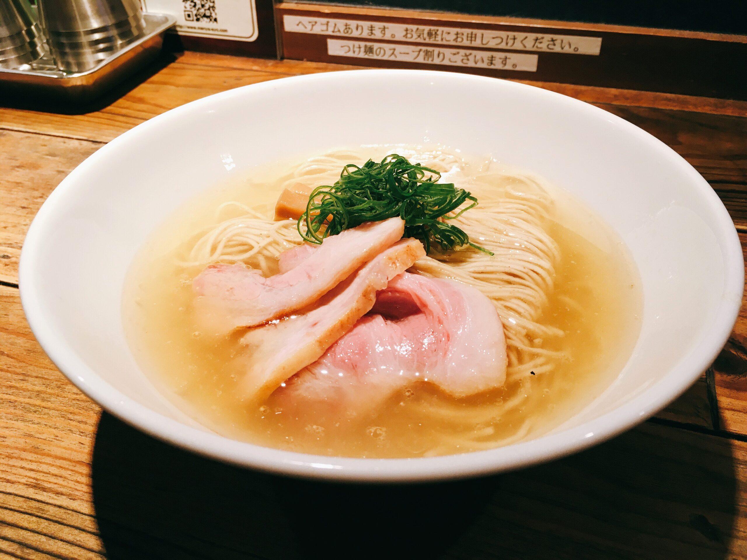 「麺屋 翔 本店」の「軍鶏塩ラーメン」の写真