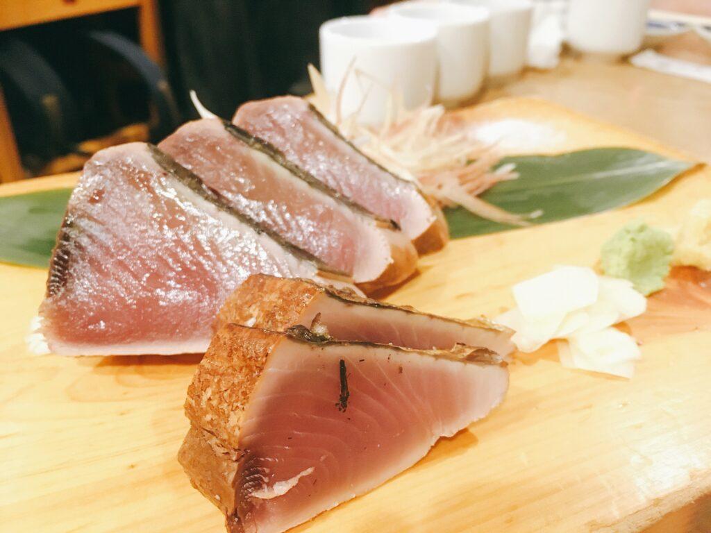 「鮨のだり半」の「カツオの藁焼」の写真
