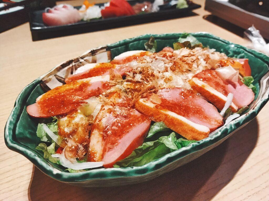 「品川 六献」の合鴨ローストのサラダの写真