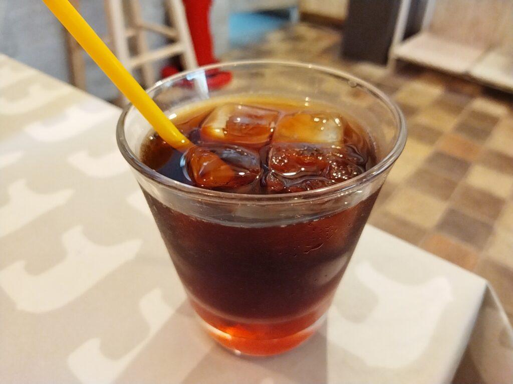 「はちくまカフェ 池袋店」の「苺と蜂蜜の紅茶」の写真