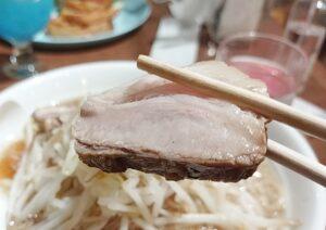 「ちいかわカフェ」の「ハチワレのごちそうサンド」の「郎」の豚の写真