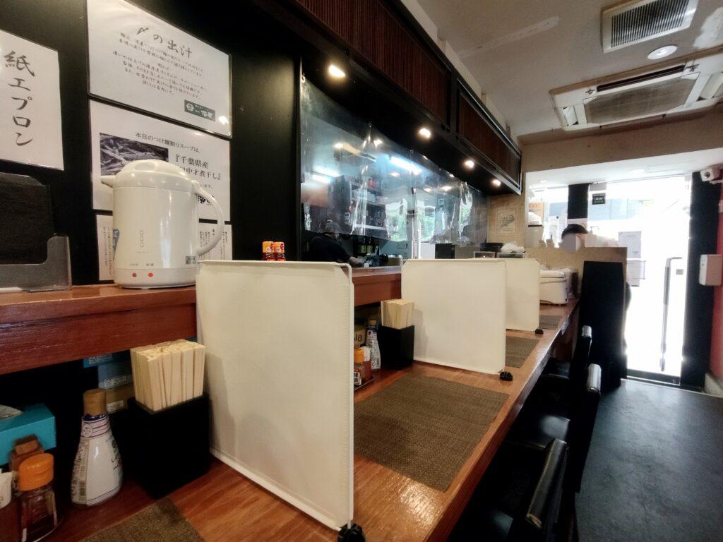 「濃厚煮干しそば 麺匠 濱星 関内店」の店内の写真