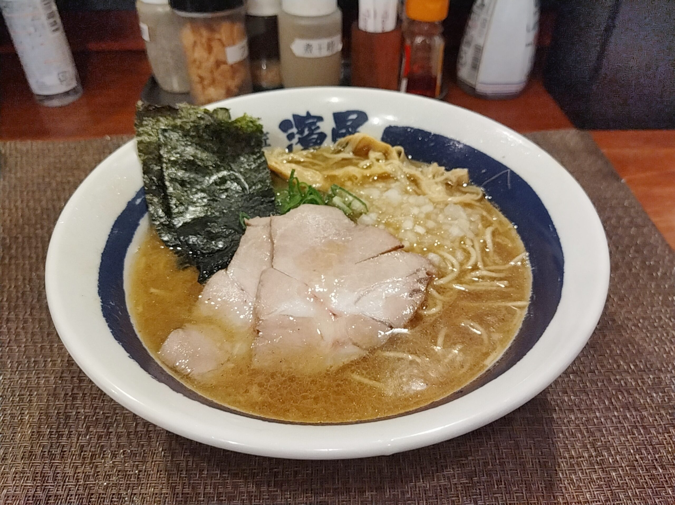 「濃厚煮干しそば 麺匠 濱星 関内店」の「濃厚煮干しそば」の写真