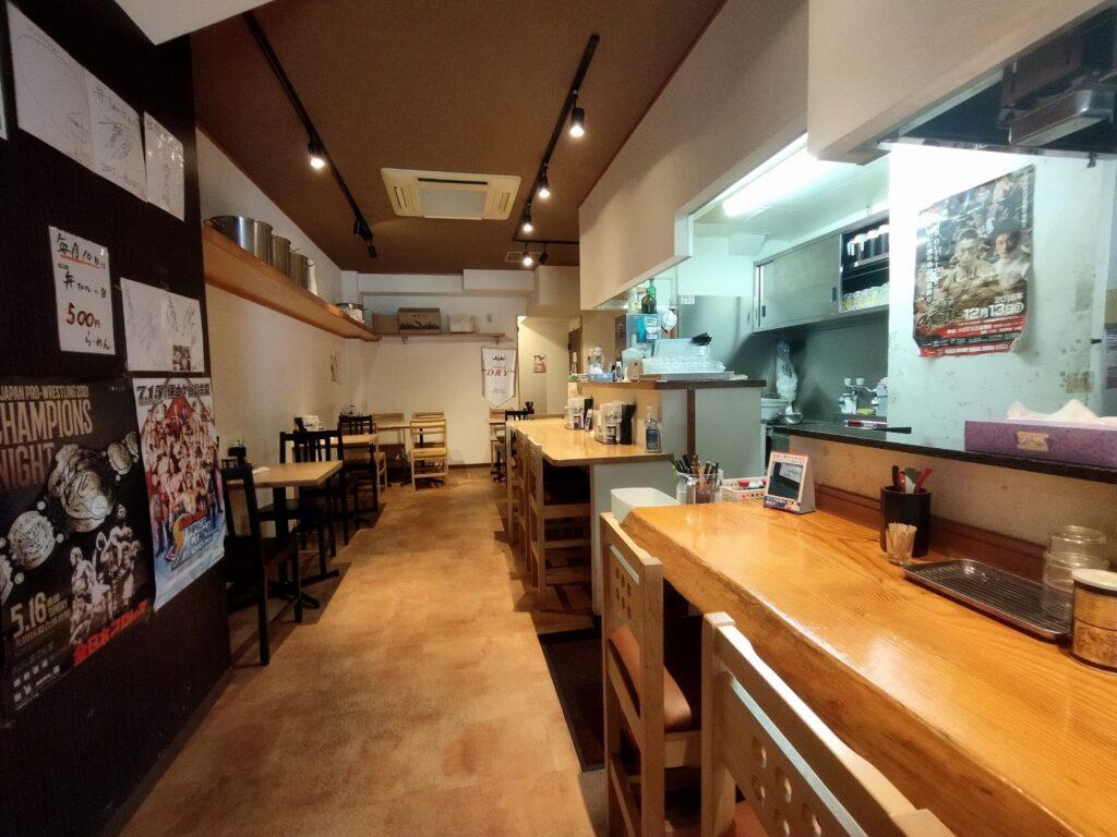 「拉麺 弁ten」の店内の写真